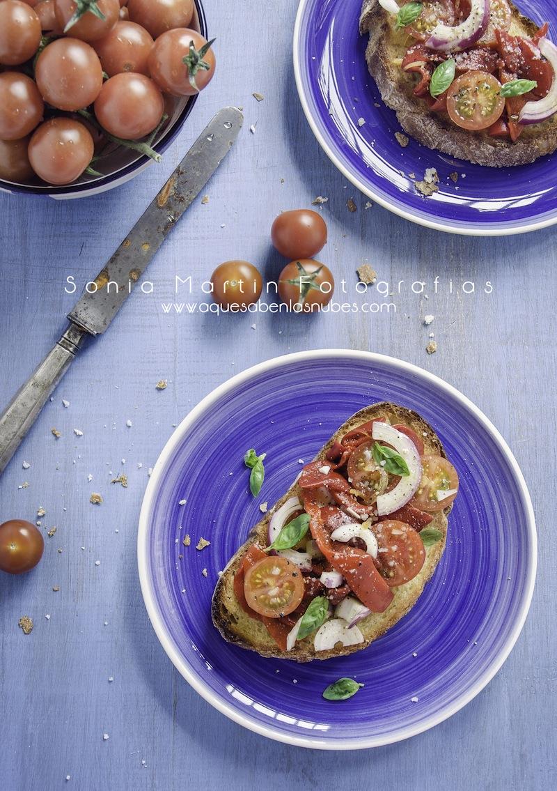 Bruschetta de tomates y pimientos