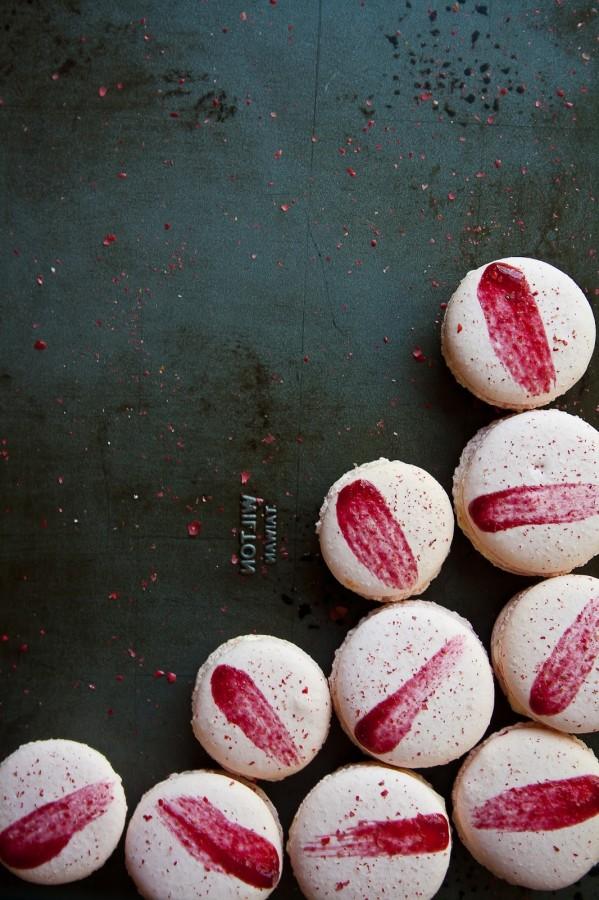 raspberry pink peppercorn macarons 4