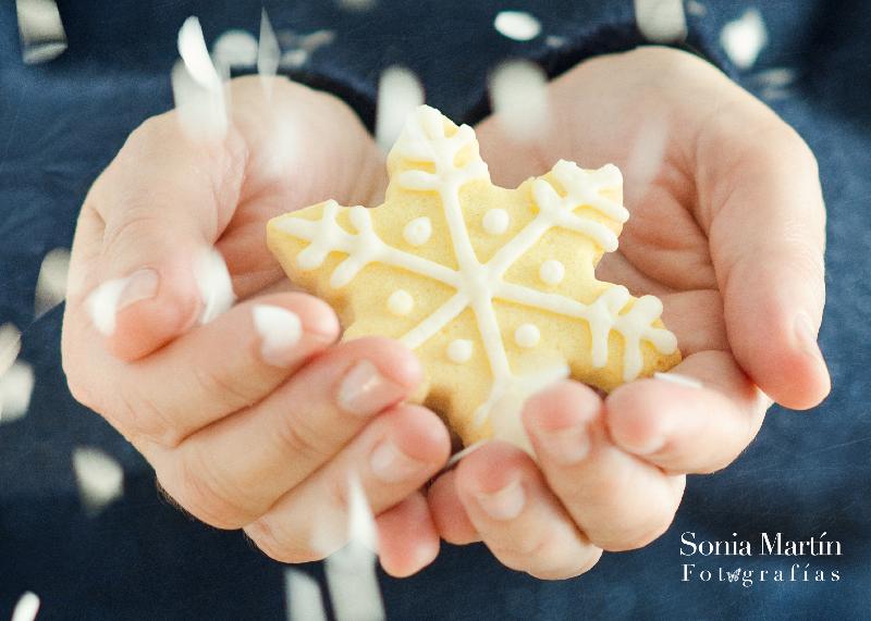 Fotografía manos y galleta