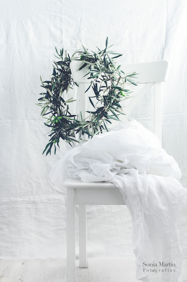 Corona con ramas de olivo